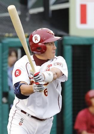 6回楽天2死二塁、藤田が中越えに適時三塁打を放つ=コボスタ宮城