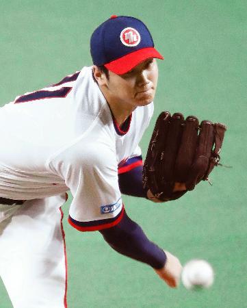 オリックス戦で、プロ野球最速となる球速164キロを記録した日本ハムの大谷翔平投手=13日、札幌ドーム