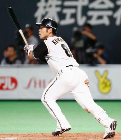 3回日本ハム2死満塁、近藤が左中間に走者一掃の二塁打を放つ=札幌ドーム