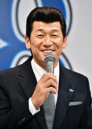 記者会見で、今季限りでの現役引退を表明するプロ野球DeNAの三浦大輔投手=20日、横浜市内のホテル