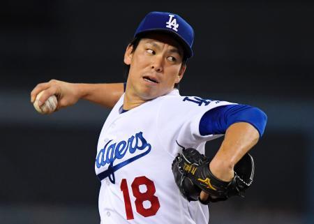 ジャイアンツ戦の5回を3安打2失点のドジャース・前田健太投手。日本投手のメジャー1年目最多に並ぶ16勝目を挙げた=21日、ロサンゼルス(AP=共同)