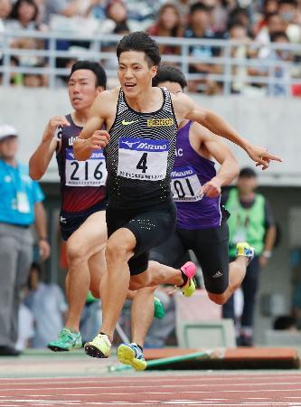 男子100メートル決勝 日本歴代4位となる10秒03で初優勝した山県亮太=ヤンマースタジアム長居