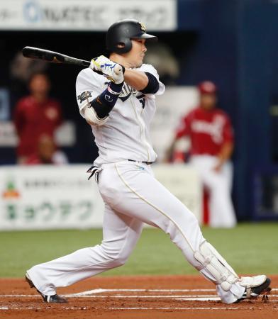 1回オリックス1死二塁、T―岡田が右前に適時打を放つ=京セラドーム