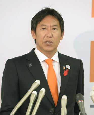 「鈴木プラン」を発表するスポーツ庁の鈴木大地長官=3日午後、東京・霞が関