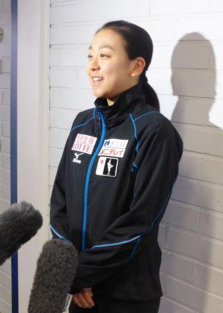 今季初戦となるフィンランディア杯の前日練習を終え、取材に応じるフィギュアスケート女子の浅田真央=5日、フィンランド・エスポー(共同)