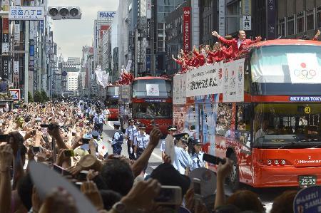 2012年8月、東京・銀座で行われたロンドン五輪メダリストたちのパレード