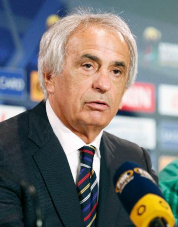試合後に記者会見するハリルホジッチ監督=11日、メルボルン(共同)