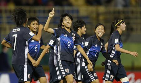イングランド戦で3得点目を決め喜ぶ日本チーム=13日、イルビド(ゲッティ=共同)