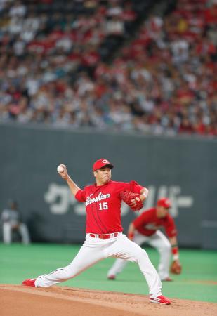 日本ハムとのプロ野球日本シリーズ第3戦に、引退表明後初先発した広島の黒田博樹投手=25日、札幌ドーム