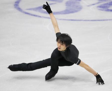 スケートカナダの前日練習で調整する羽生結弦=ミシソーガ(共同)
