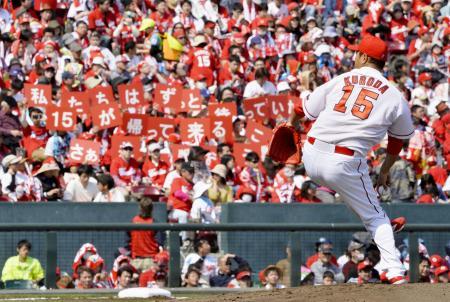 背番号「15」が広島の永久欠番になる黒田博樹投手=昨年3月、マツダスタジアム