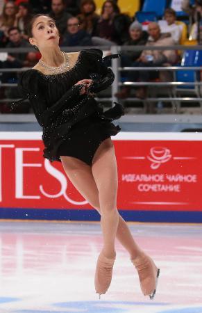 ロシア杯女子ショートプログラムで演技する松田悠良=4日、モスクワ(タス=共同)