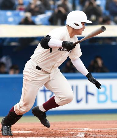 福岡大大濠戦の3回、二塁打を放つ早実・清宮=神宮