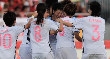 得点を喜ぶ日本の選手たち=20日、ポートモレスビー(ゲッティ=共同)
