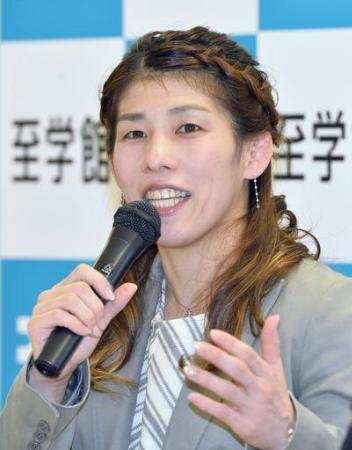 母校至学館大の副学長に就任し、記者会見する吉田沙保里選手=11月1日午後、愛知県大府市
