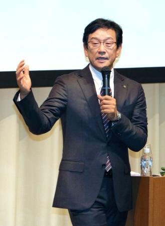 白鴎大で特別講義を行うプロ野球日本ハムの栗山英樹監督=1日午後、栃木県小山市