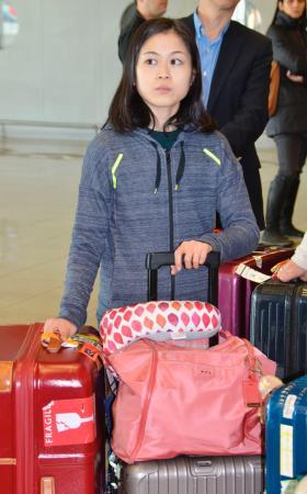 フランス・マルセイユの空港に到着した宮原知子=6日(共同)