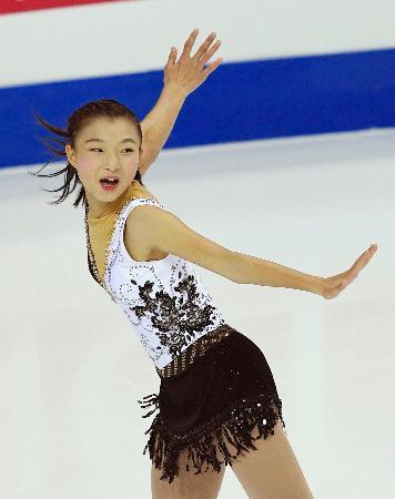 ジュニアGPファイナルの女子SPで2位につけた坂本花織=マルセイユ(共同)