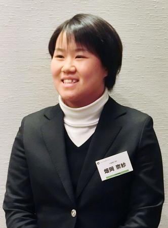 日本女子プロゴルフ協会の新人向けセミナーに参加し、報道陣の取材に応じる畑岡奈紗=14日、東京都内
