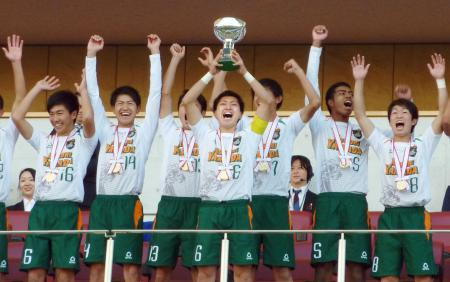 サッカー高円宮杯U―18チャンピオンシップで初優勝した青森山田高=埼玉スタジアム