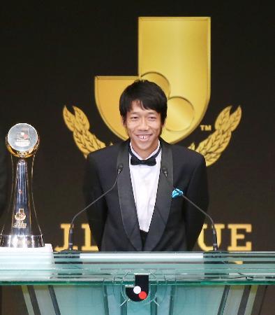 最優秀選手賞を受賞し、スピーチする川崎の中村憲剛=20日夜、横浜アリーナ