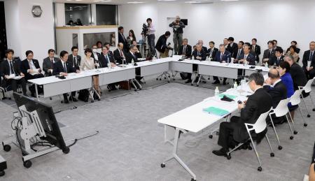 東京都内で開かれた、2020年東京五輪・パラリンピック組織委員会、IOC、東京都、政府の4者トップ級会合=21日午後(代表撮影)