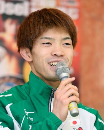 WBOライトフライ級王座決定戦を前に、記者の質問に答える田中恒成=30日、名古屋市