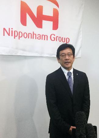日本ハムグループの年頭式典に出席し、取材に応じる栗山監督=5日、東京都内