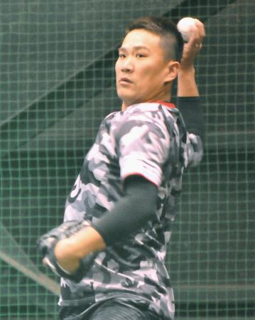ブルペンで投球練習するヤンキースの田中=Koboパーク宮城