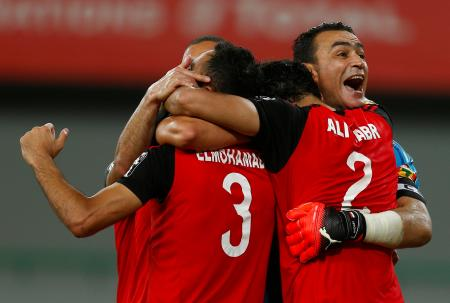 サッカーのアフリカ選手権で準決勝進出を決め、喜ぶエジプトの選手たち=ガボン(ロイター=共同)