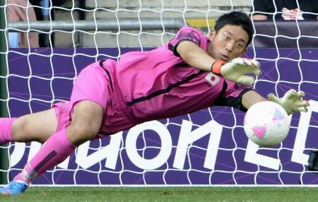 ロンドン五輪の日本代表で活躍したGK権田=2012年(共同)