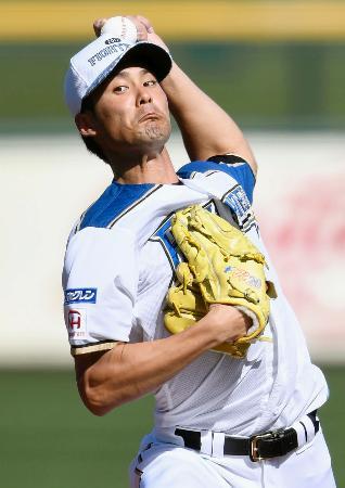 韓国プロ野球KTとの練習試合に先発し、2回を無失点と好投した日本ハム・上原=メサ(共同)