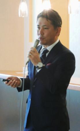 記者会見するブラインドサッカー日本代表の高田敏志監督=14日、東京都文京区