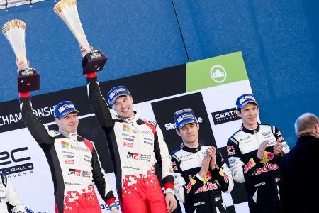 ラリー・スウェーデンを制して、表彰台で笑顔を見せるトヨタのヤリマッティ・ラトバラ(左から二人目)=WRC