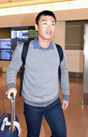 WBCに向け、羽田空港に到着したアストロズの青木宣親外野手=28日