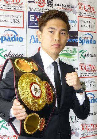 5度目の防衛戦を行うことを発表したWBAフライ級王者の井岡一翔=8日、大阪市