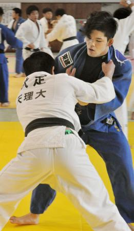 全日本選手権に向けて練習する大野将平=奈良県天理市の天理大
