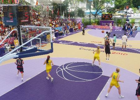 シンガポールのユース五輪で実施された3人制バスケットボール=2010年(共同)