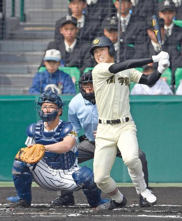 作新学院―帝京五 1回表作新学院2死一塁、中島が右中間に先制の三塁打を放つ。捕手篠崎=甲子園