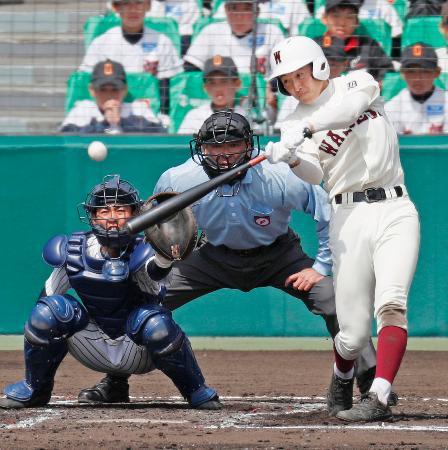 早実―明徳義塾 7回表早実2死一塁、野田が右中間に適時三塁打を放つ。捕手筒井=甲子園