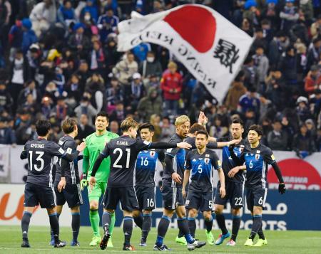 サッカーW杯アジア最終予選でタイに快勝し、喜ぶ日本イレブン=28日、埼玉スタジアム