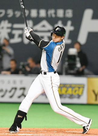 3回日本ハム1死、大谷が左越え二塁打を放つ=札幌ドーム