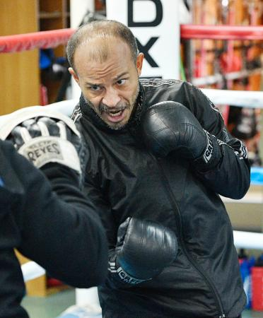 WBAスーパーバンタム級タイトルマッチに向け、調整する王者のネオマール・セルメニョ=神戸市