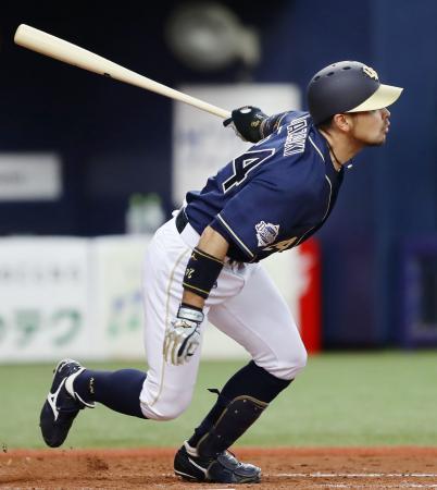 5回オリックス2死一、三塁、宮崎が左前に先制打を放つ=京セラドーム