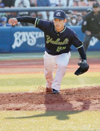 8回1失点で今季初勝利を挙げたヤクルト・小川=横浜