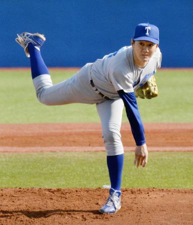 東京六大学野球リーグの新人戦「フレッシュリーグ」の慶大戦に登板した東大3年の40歳、伊藤一志投手=神宮