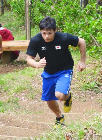 柔道世界選手権男子日本代表の強化合宿で、調整する永山竜樹=17日、神奈川県秦野市
