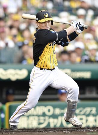 8回阪神2死満塁、北條が右前に決勝打を放つ=甲子園