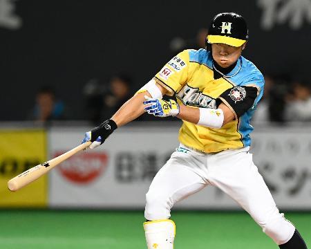 2回日本ハム2死二、三塁、中島が中前に先制打を放つ=札幌ドーム