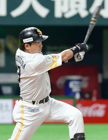 4回ソフトバンク1死一塁、松田が左中間に2ランを放つ=ヤフオクドーム